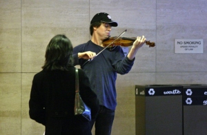 Joshua Bell playing at L'Enfant Plaza Metro, 2007. (Photo: Michael S. Williamson/The Washington Post)
